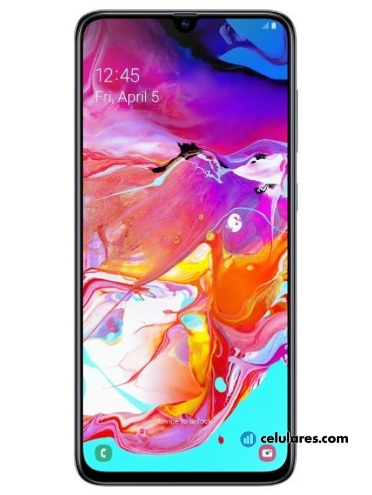 Fotografía grande Varias vistas del Samsung Galaxy A70 Azul y Blanco y Coral y Negro. En la pantalla se muestra Varias vistas